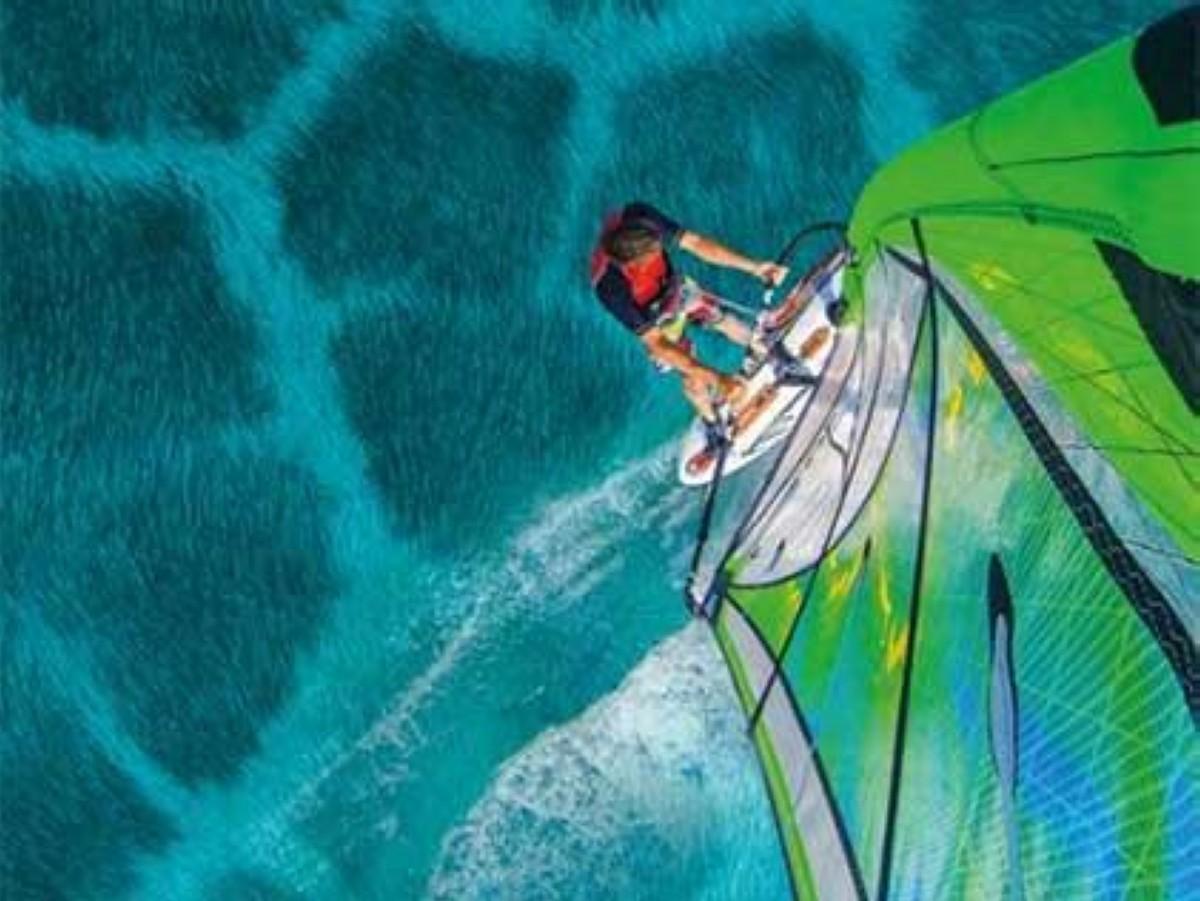Windsurf y Kitesurf, todo un espectáculo con 500 regatistas
