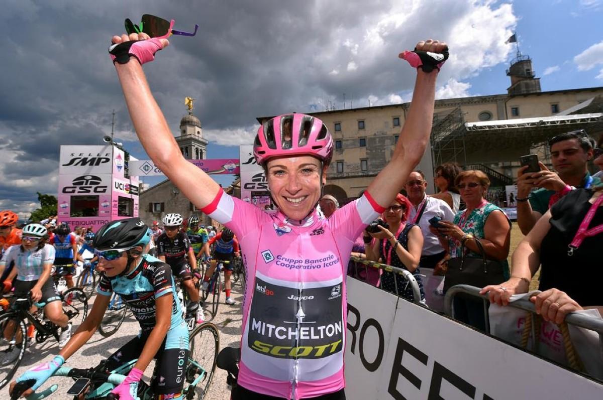 Annemiek van Vleuten se lleva la victoria en el Giro Rosa 2019