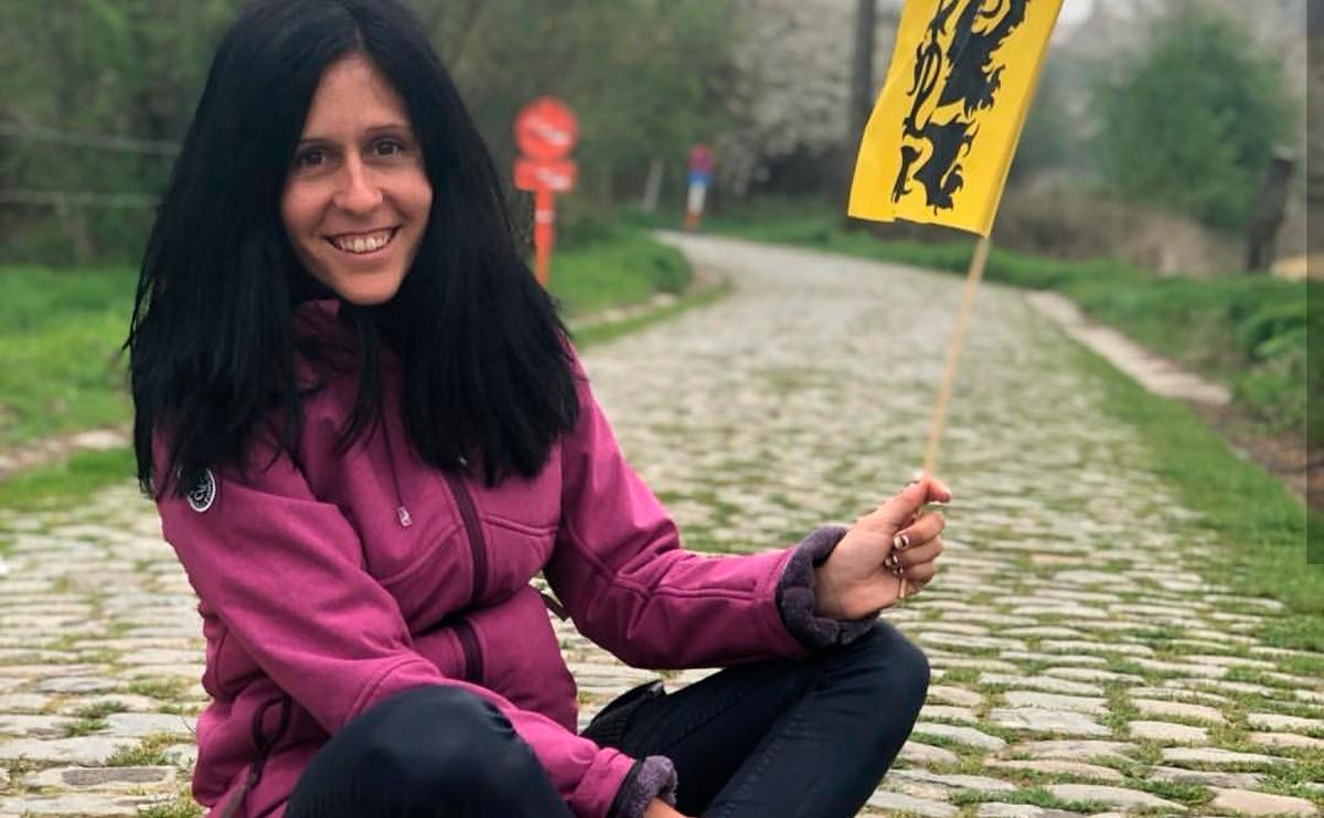 Ainara Hernando habla de su nuevo libro en Pedaleando en la Costa