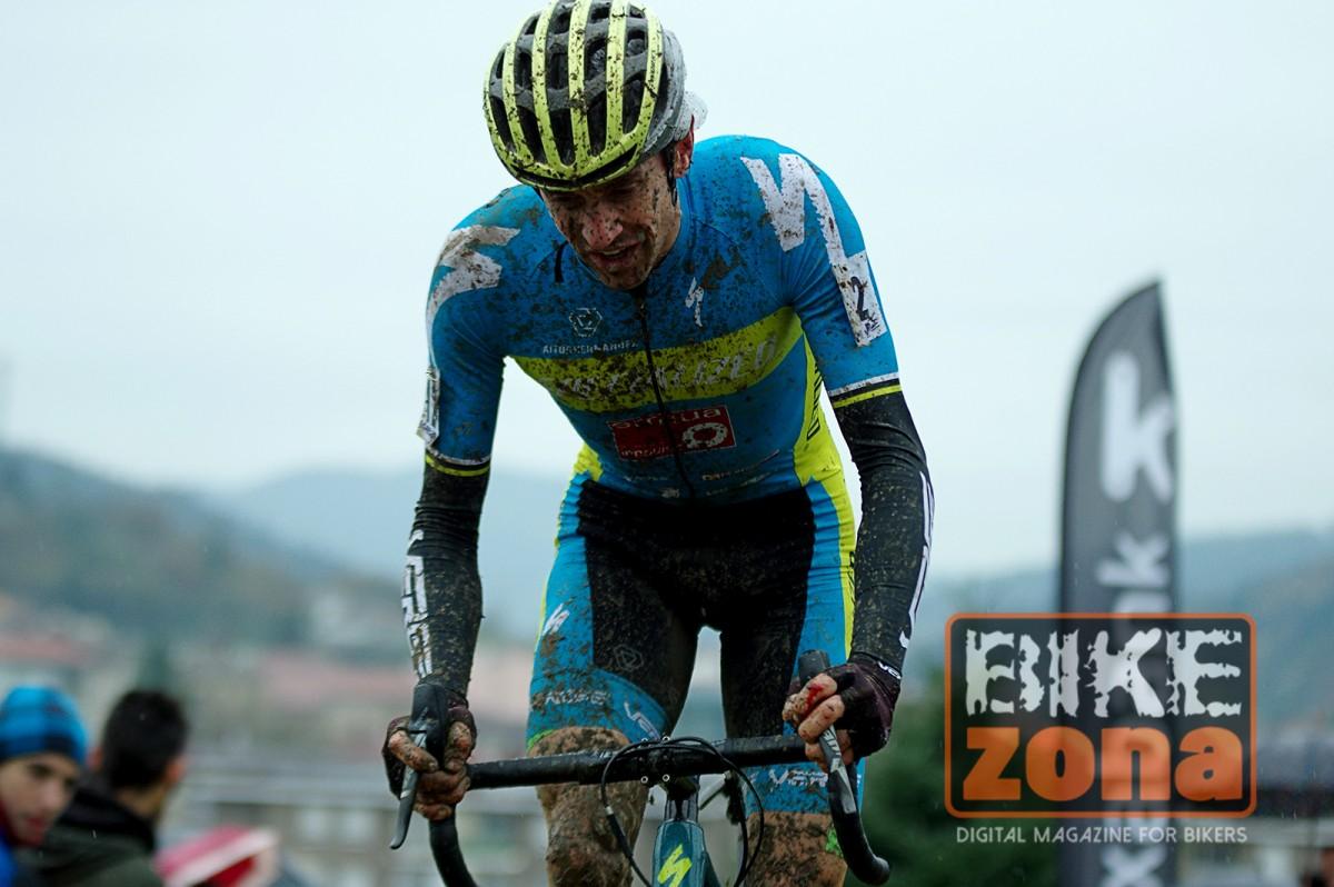 Aitor Hernández se muestra satisfecho tras su temporada de ciclocross