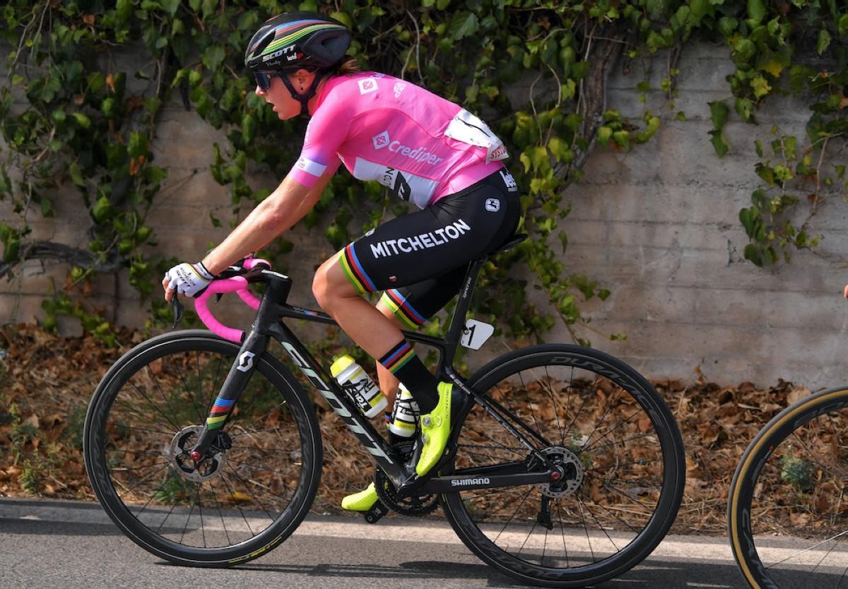 Annemiek van Vleuten supera la etapa más rápida y mantiene el rosa en el Giro