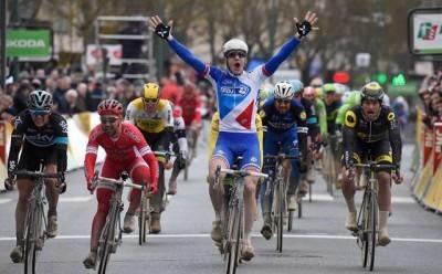 Arnaud Demare se lleva la primera etapa de la París Niza