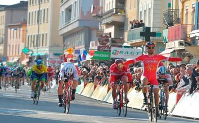 Bouhanni el más fuerte en la cuarta etapa de la París Niza