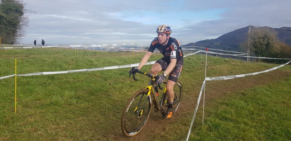 Doble podio en el ciclocross asturiano para Díez Arriola