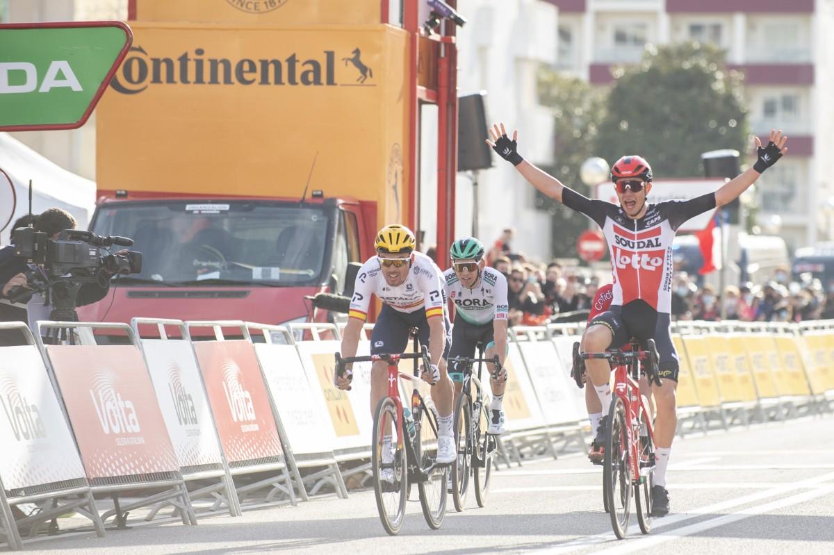 El joven ciclista danés Andreas Kron primer líder de la Volta 2021