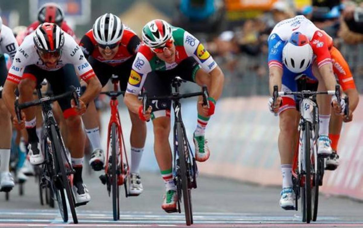 El VAR también manda en el Giro y da la victoria a Gaviria