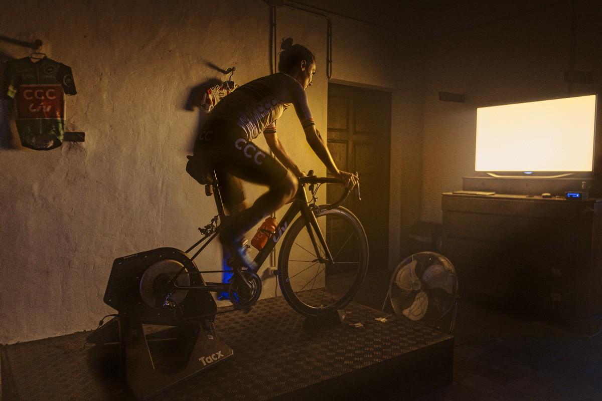 Fotografías de ciclistas durante el confinamiento por Albert Gallego y Strava