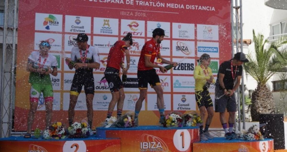 Helene Alberdi y Ander Okamika se llevan el Campeonato de España de triatlon MD