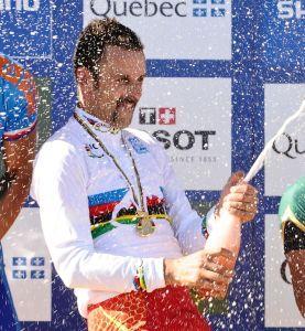 Hermida estrena el maillot arcoiris en la GimondiBike