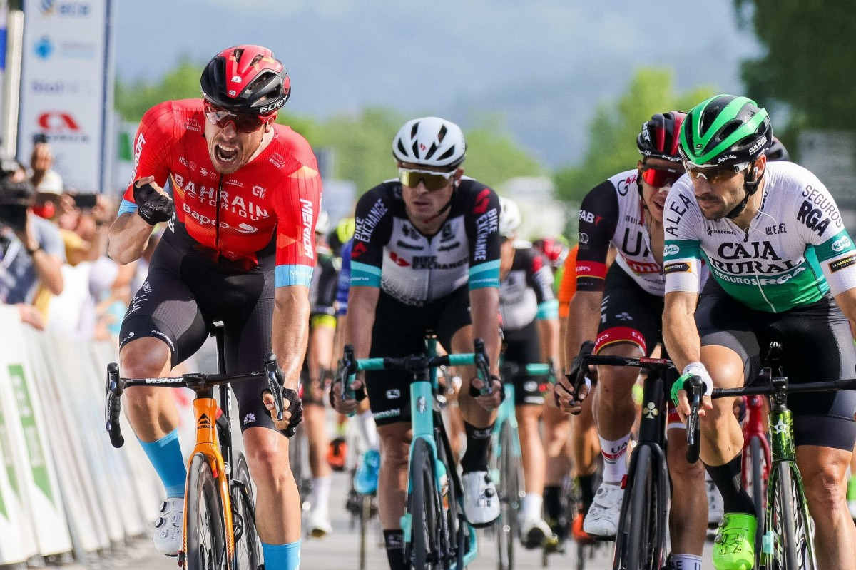 Jon Aberasturi roza el triunfo en el sprint inaugural de Eslovenia