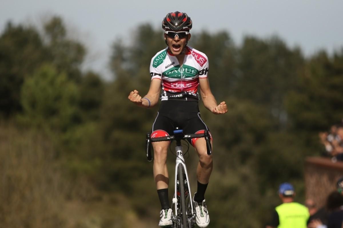 Jon Agirre (Baqué-ideus-BH) feliz tras su victoria en Ereño