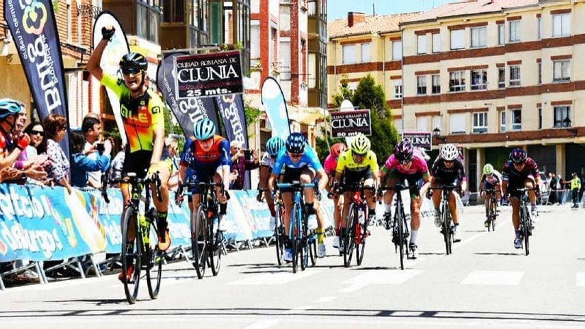Karlijn Swinkels toma las de Villadiego y gana la primera en Burgos