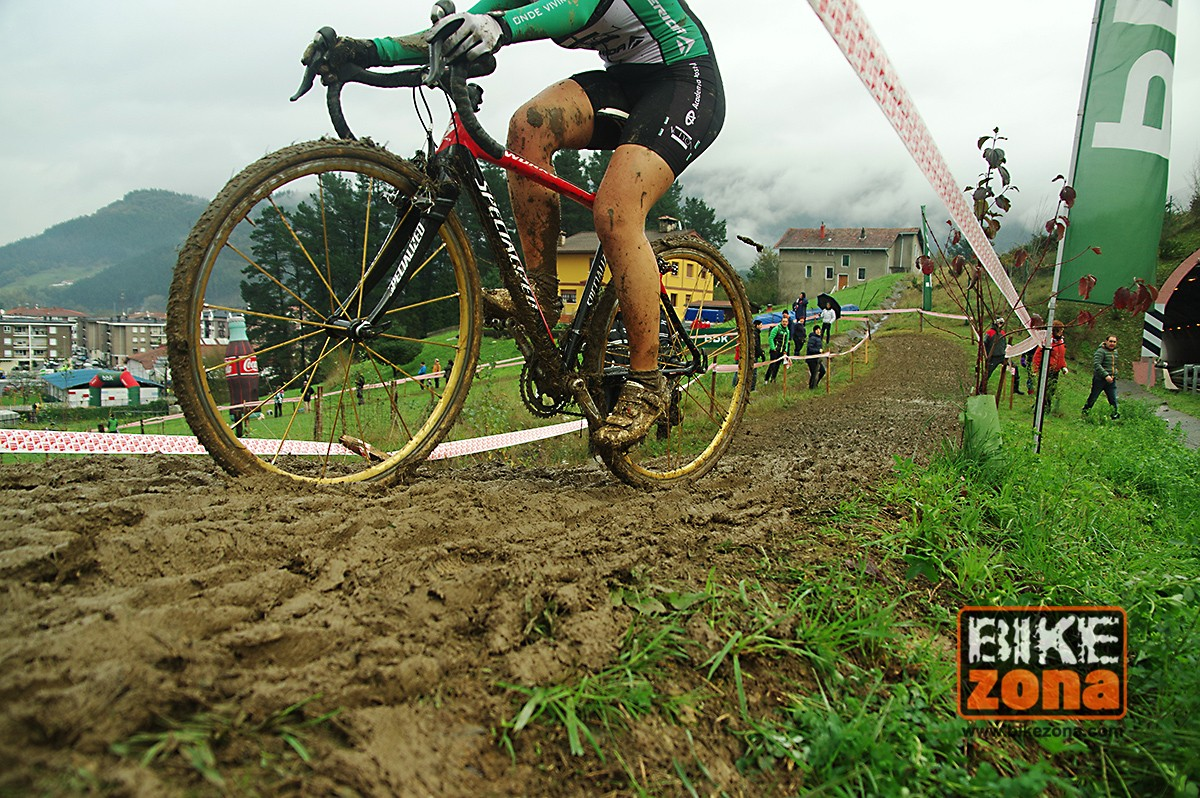 La fiesta del ciclocross en Euskadi llega un año más a Igorre