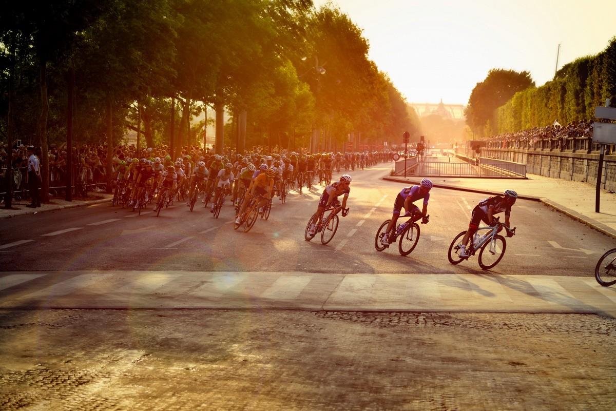 Las promesas del ciclismo se hacen un hueco entre los grandes