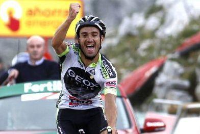 Juanjo Cobo  triunfa en el Angliru