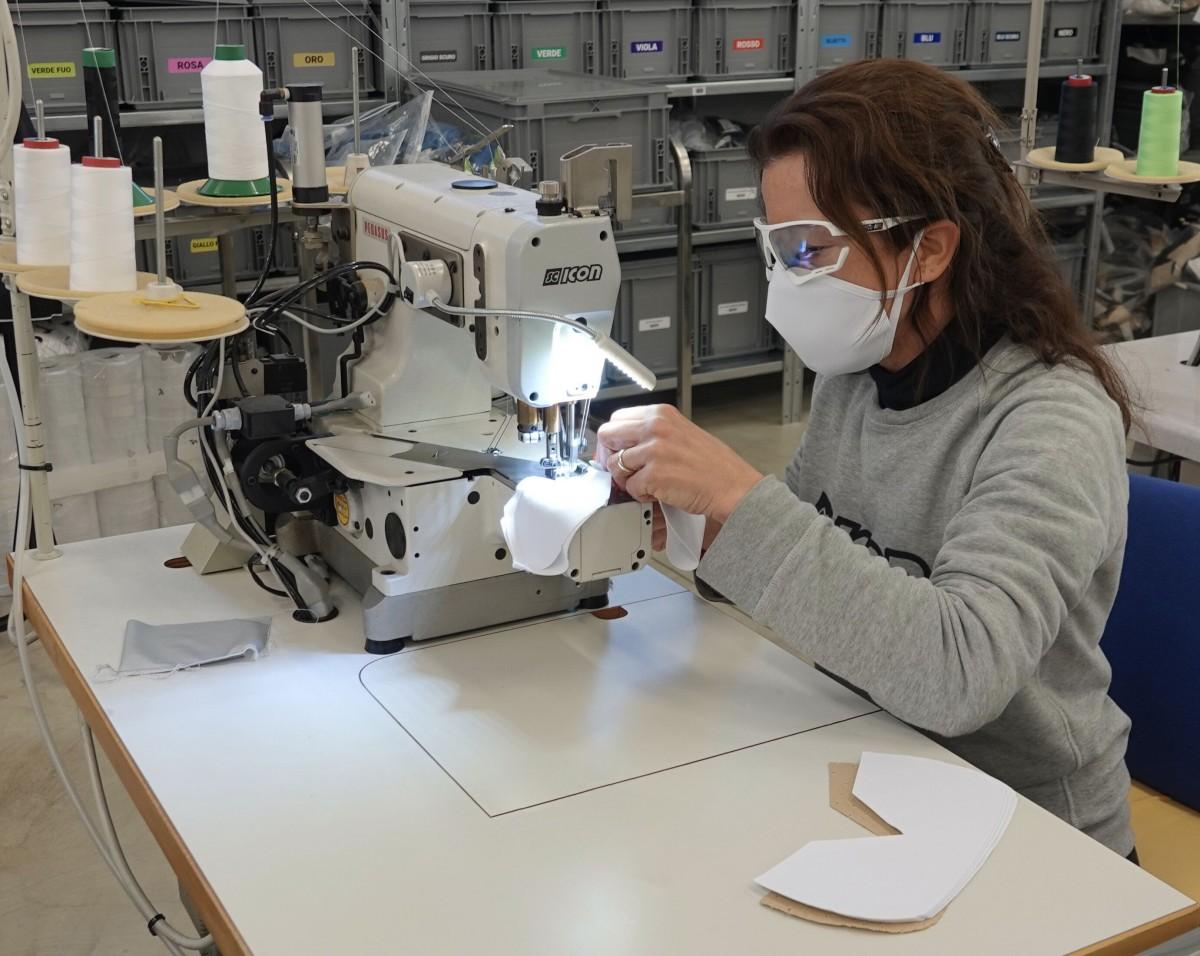 Scicon Sports produce gafas y máscaras para luchar contra el Coronavirus