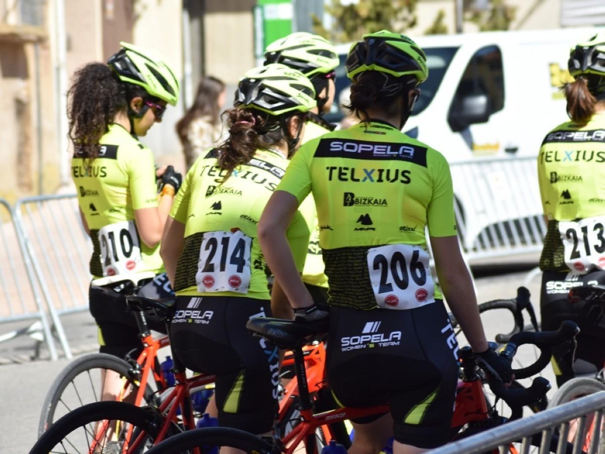 Telxius sigue apoyando al ciclismo femenino y renueva su patrocinio con  Sopela Women Team
