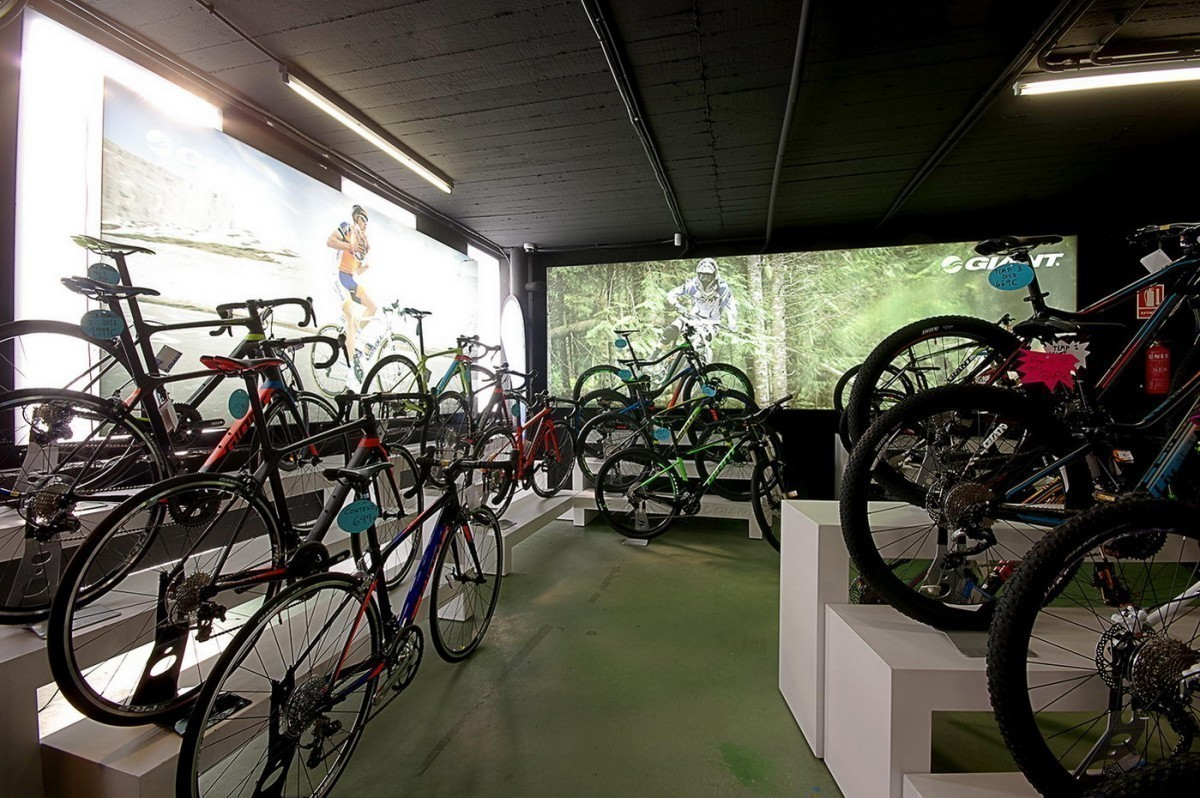 Tiendas de bicicletas y alquiler de bicis municipales de primera necesidad durante la crisis