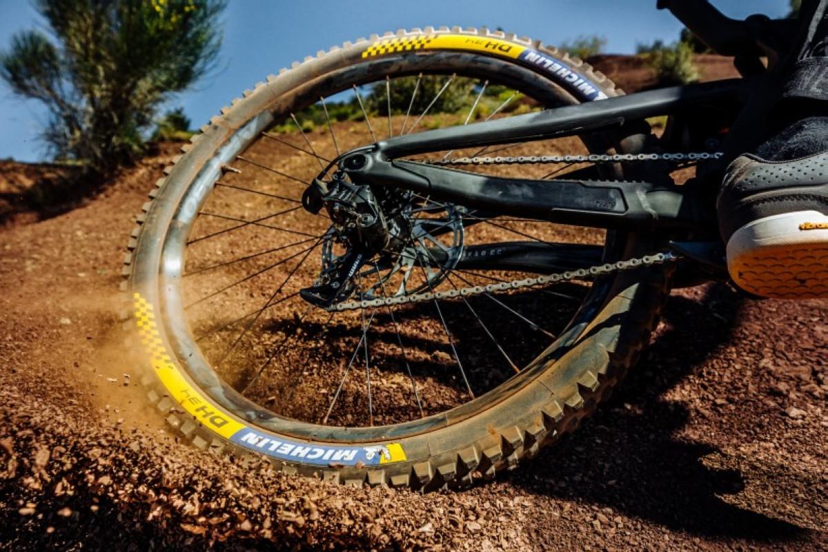 Todo sobre neumáticos de MTB: Cómo influyen tamaño, presión, superficie...