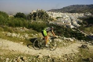 Hermida y Van Houts imparables en la Andalucía Bike Race