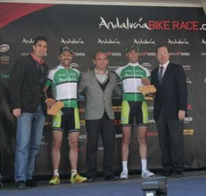 Hermida y Rudi Van Houts ganan la 1ª etapa de la Andalucía Bike Race