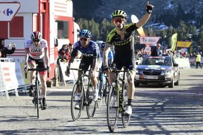 Adam Yates triunfa en Vallter 2000 y De Gendt resiste como líder de La Volta