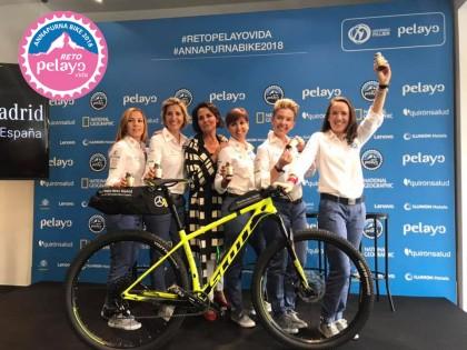 Al Annapurna en bicicleta para luchar contra el cáncer de mama