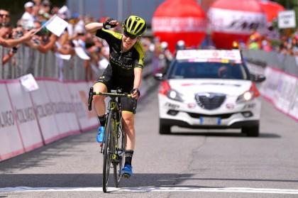 Amanda Spratt lidera el Giro Rosa tras el primer final en alto