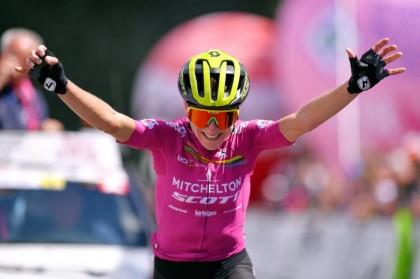 Annemiek van Vleuten domina la quinta etapa y es la nueva lideresa del Giro Rosa