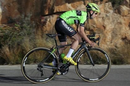 El corredor del Euskadi-Murias Mikel Bizkarra operado con éxito