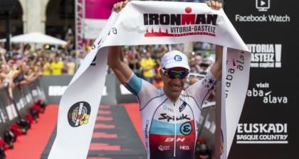 Eneko Llanos triunfa en el Ironman de Vitoria a sus 42 años