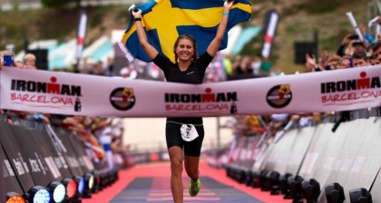 Florian Angert y Sara Svensk vuelan y vencen en IRONMAN Barcelona