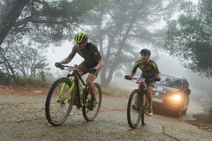 Frío y lluvia en la primera etapa de una atípica Vuelta a Ibiza MTB
