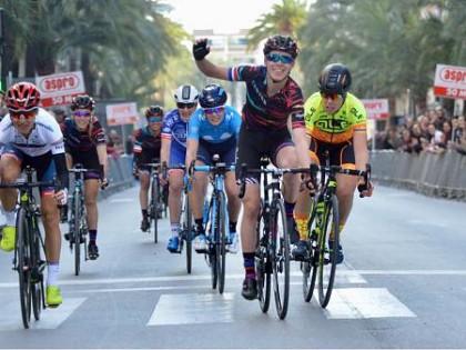 Hannah Barnes es la primera líder de la Setmana Ciclista Valenciana