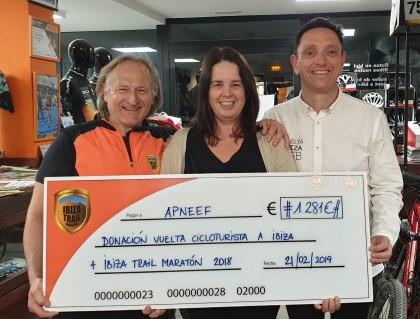 Ibiza Sport entrega su cheque solidario a la asociación Apneef