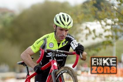 Javier Ruiz de Larrinaga rumbo al que será su último mundial de ciclocross