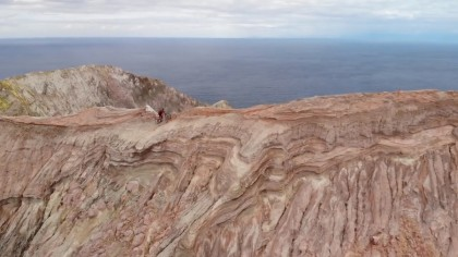 La carrera extrema de Kilian Bron en White Island con Hutchinson