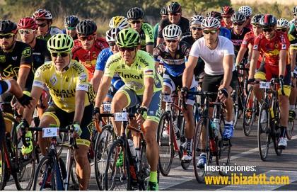 La Vuelta Cicloturista a Ibiza apoyando la manifestación Por Una Ley Justa