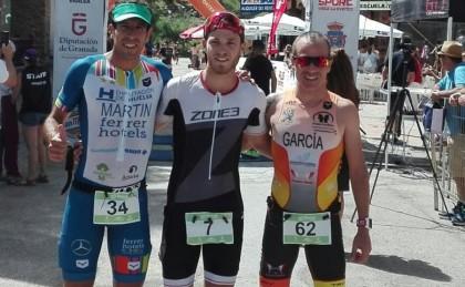 Luis Miguel del Rosal del Silverback España gana el triatlón de Sierra Nevada