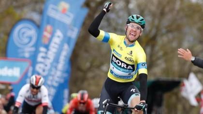Maximilian Schachmann refuerza su liderato en la Vuelta al País Vasco