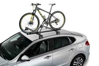 Nuevos portabicicletas de techo Cruz Race Dark y portarruedas de techo Cruz wheel carrier