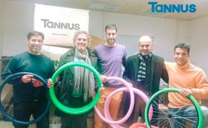 Tannus Tires dona 220 cubiertas a Bicicletas Sin Fronteras