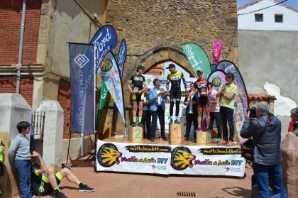 Victoria para Manuel Piñeiro y Mónica Restrepo en la Vuelta a León BTT
