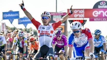 Vídeo Giro de Italia: Ewan gana antes de llegar a la montaña