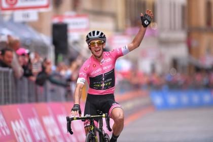 Vídeo: Segunda victoria para Yates vistiendo el maillot rosa de líder