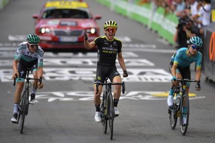 Vídeo: Simon Yates gana en Bagnères-de-Bigorre con un Pello Bilbao en busca de su etapa