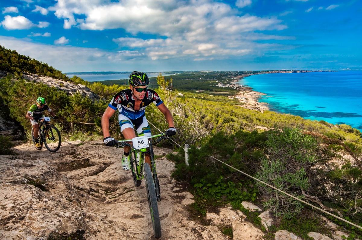 Una cicloturista para disfrutar de la isla de Formentera en BTT