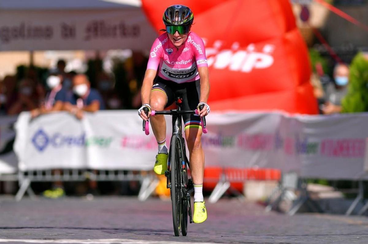 Van Vleuten mantiene el rosa tras la etapa más larga del Giro femenino