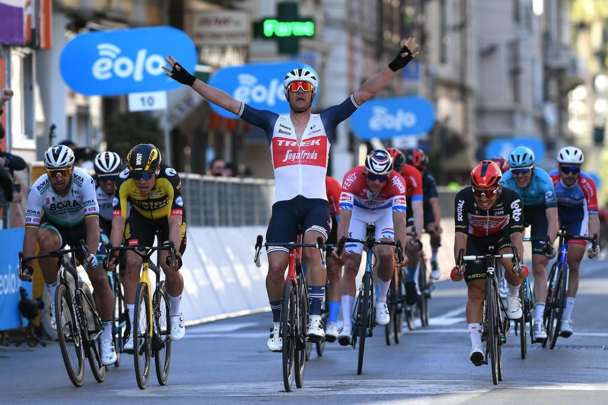 Vídeo: Así fue la victoria de Jasper Stuyven en la Milán - San Remo