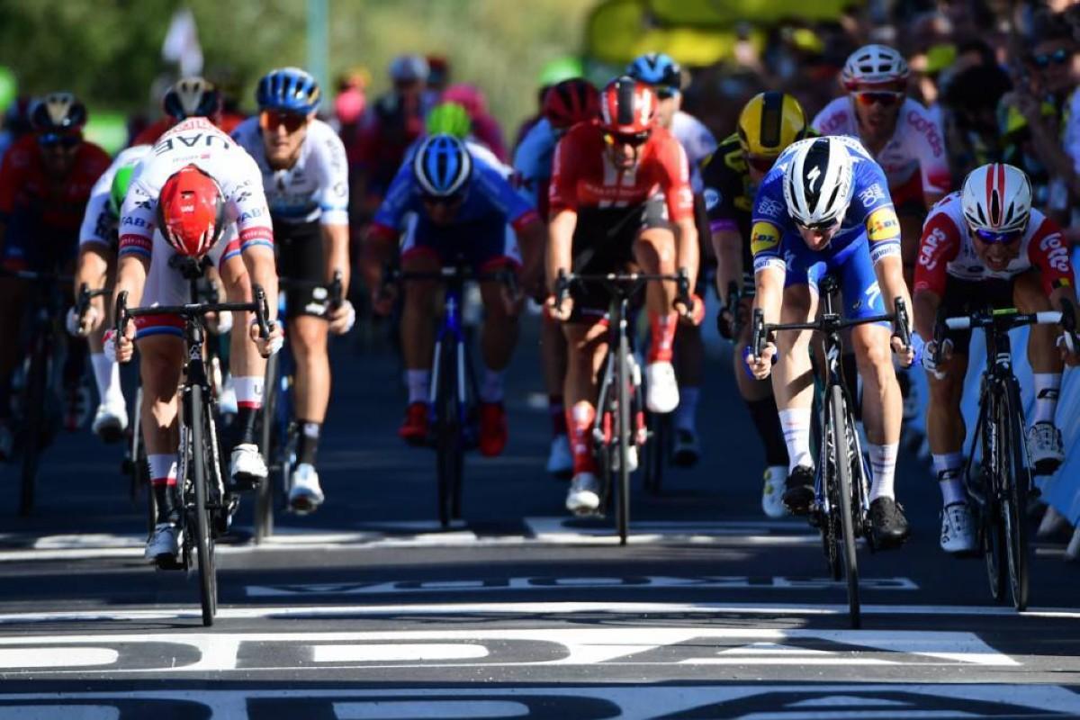 Vídeo: Elia Viviani logra su primera victoria en el Tour de Francia